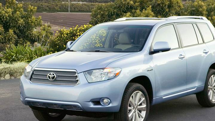 2009 Toyota Highlander Hybrid In Blue Near Park